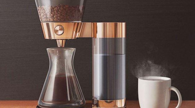 De Poppy Pour Over zet en bestelt koffie voor je